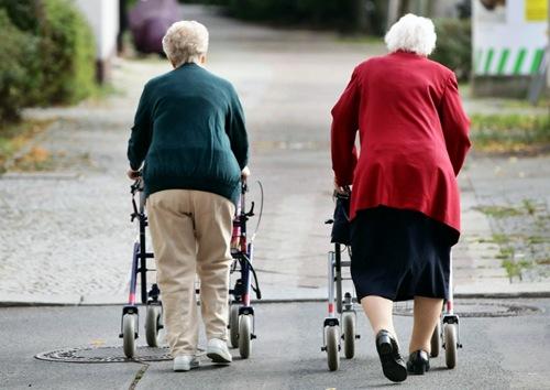 persoane peste 65 de ani