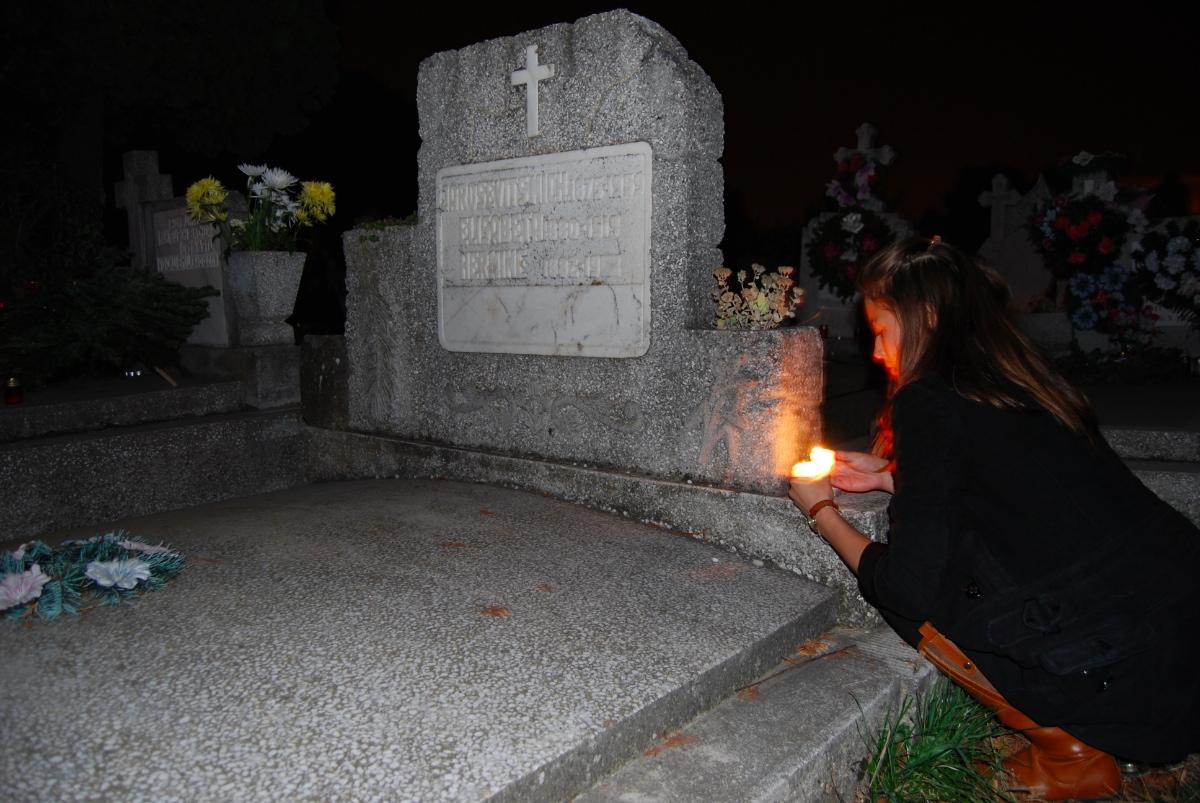 lumina in cimitire17