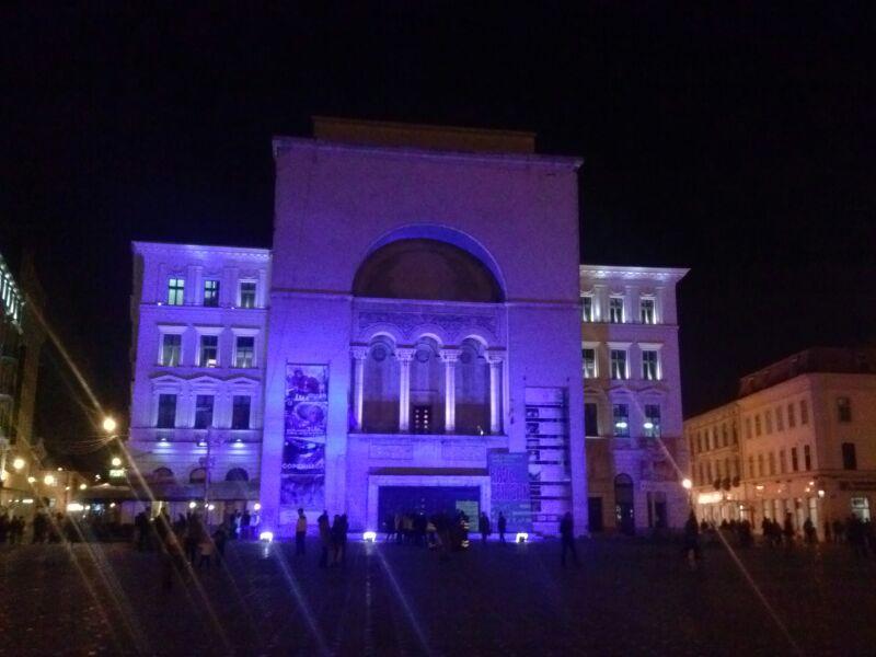 opera albastra