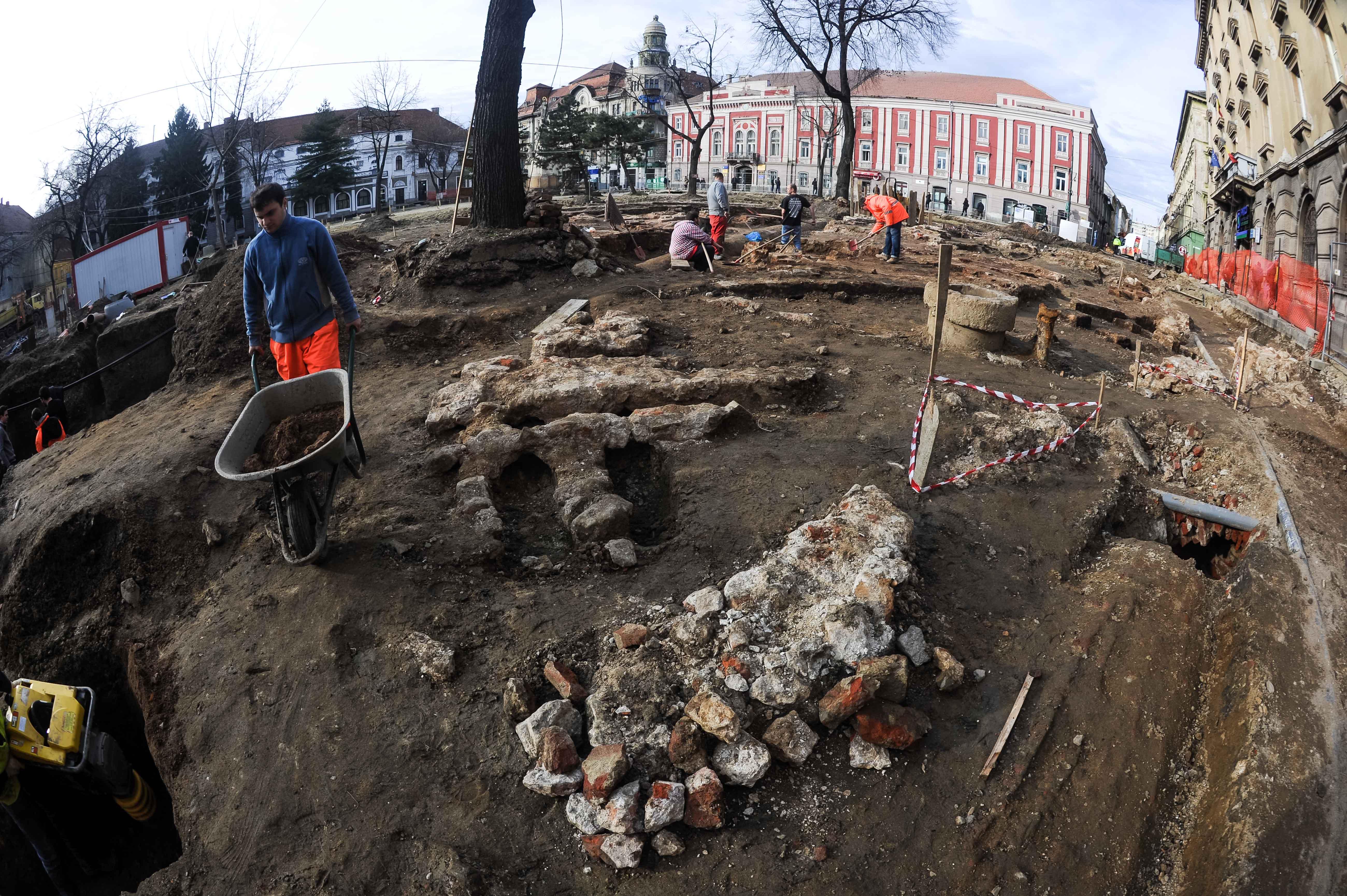 cercetrai arheologice Piata Libertatii (12)