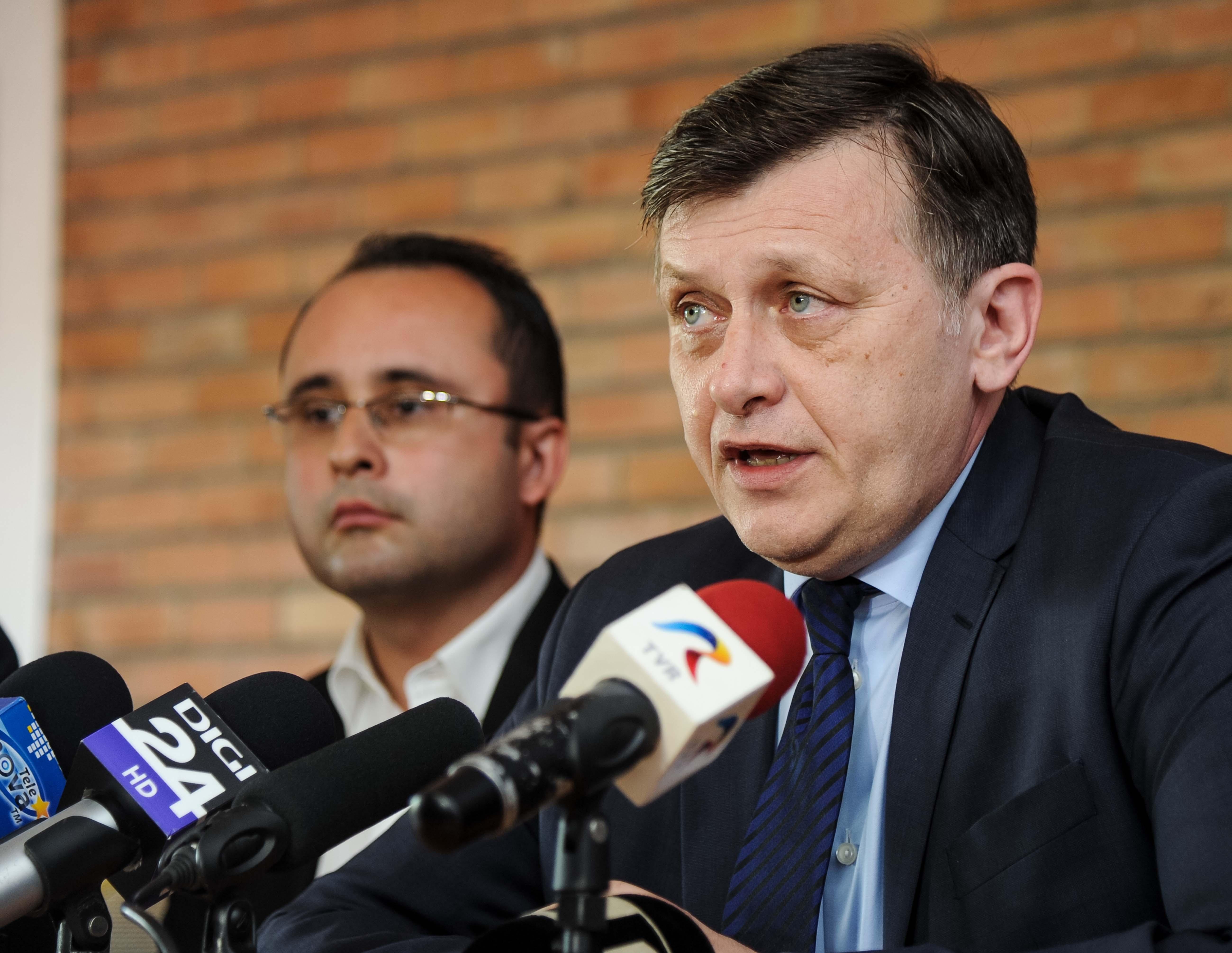 Cristian Busoi, Crin Antonescu04