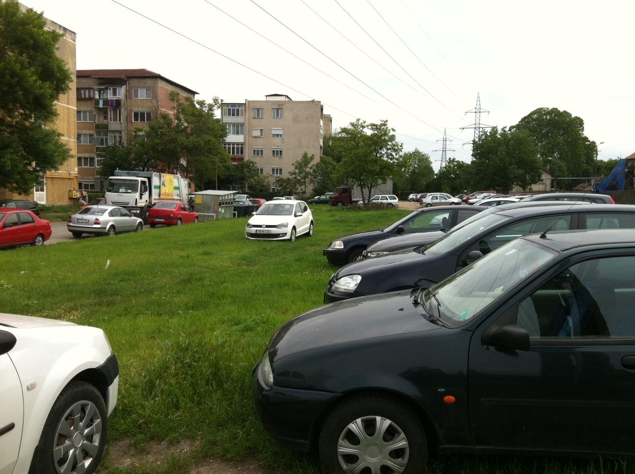 parcare pe spatiul verde