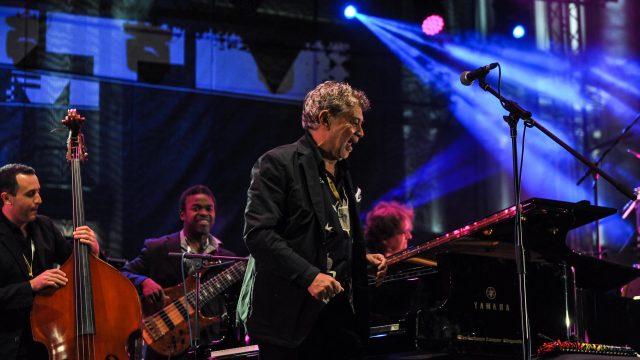jazz ul își pierde greutatea cel mai bun mod de a pierde grăsimea toracică inferioară