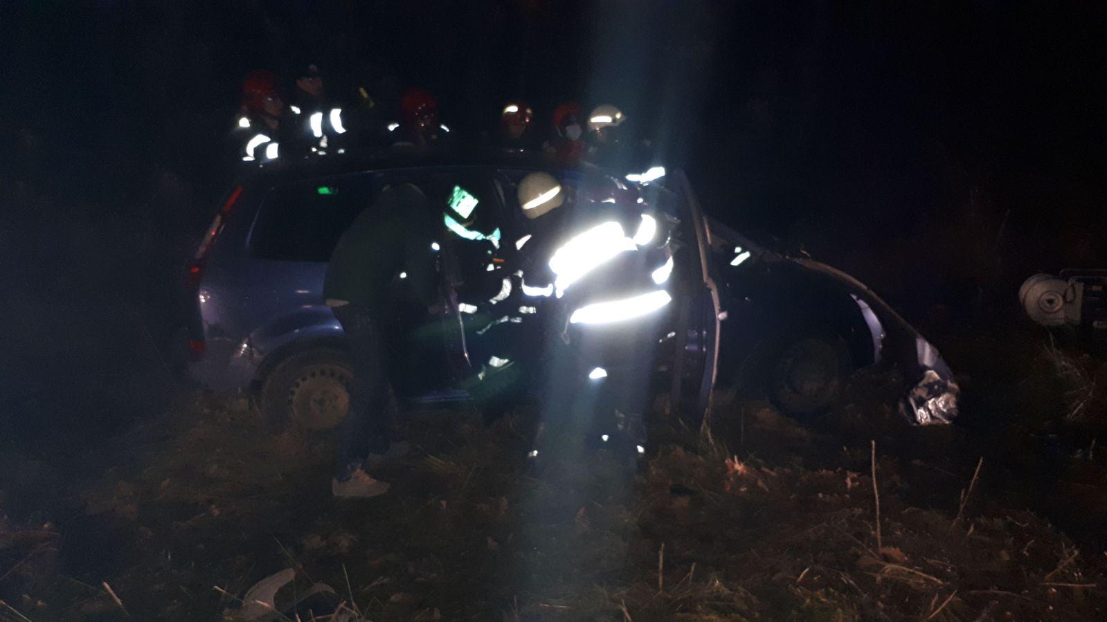 Un șofer băut a intrat cu mașina într-o bornă kilometrică
