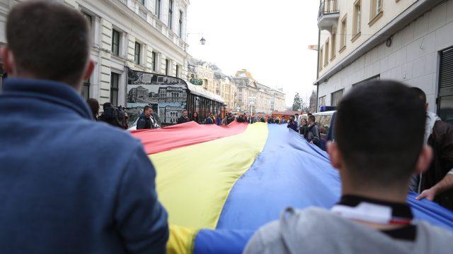 Un tricolor uriaș va fi desfășurat în Piața Victoriei