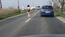 O femeie a fost surprinsă în dres de baie, în mijlocul străzii, după o ceartă cu concubinul