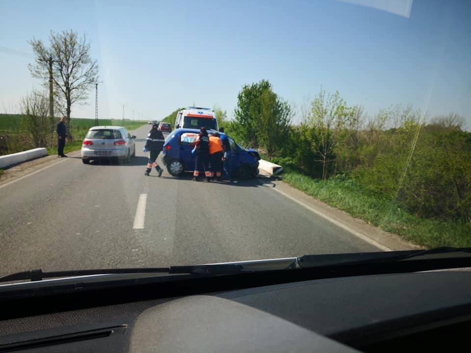 Accident rutier la Voiteni, după ce o vulpe i-a sărit în față șoferului