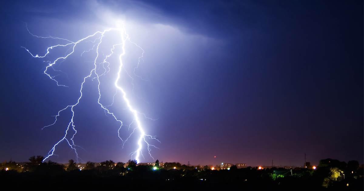 Ploi și descărcări electrice. Sursa foto: articles.mercola.com