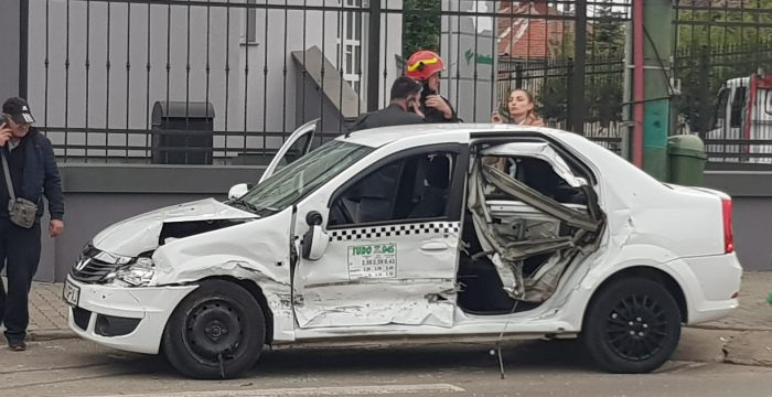 Accident la intersecția străzii Drubeta cu b-dul Liviu Rebreanu