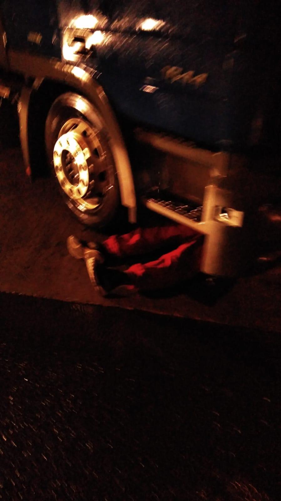 Un bărbat a murit strivit de cabina tirului