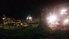 Drum blocat de copaci, în urma furtunii