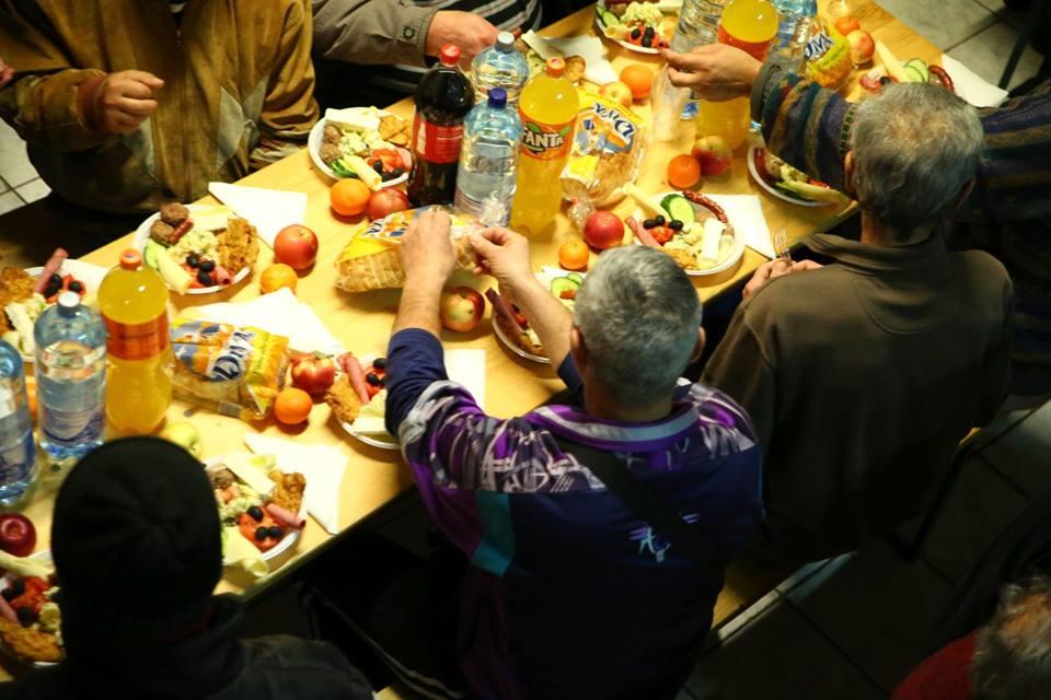 Cină pentru oameni ai străzii