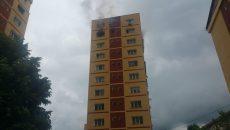 Incendiu într-un bloc de zece etaje