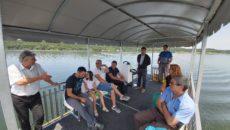 Un catamaran de aproape 20.000 de euro plimbă turiștii gratuit pe Lacul Surduc