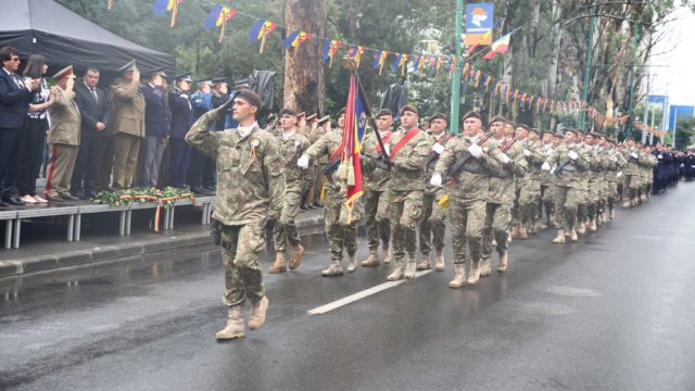 Parada militara Centenarul intrarii trupelor romanesti in Timisoara