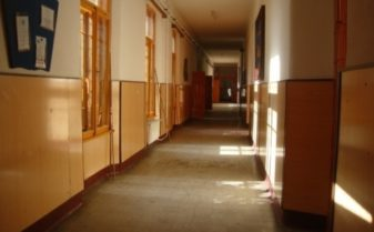 scoala inchisa
