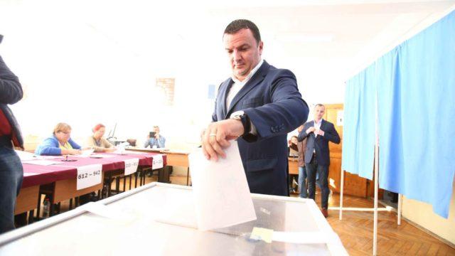 Calin Dobra la vot